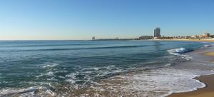 اول معالم السياحة في برشلونة زيارة الشاطئ