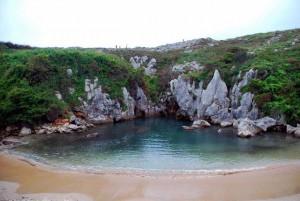 من المعالم السياحية في اسبانيا، أستورياس، شاطئ غولبي جوري